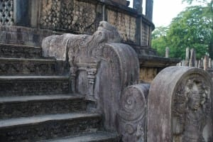 Statues and stairwell at Polonnaruwa